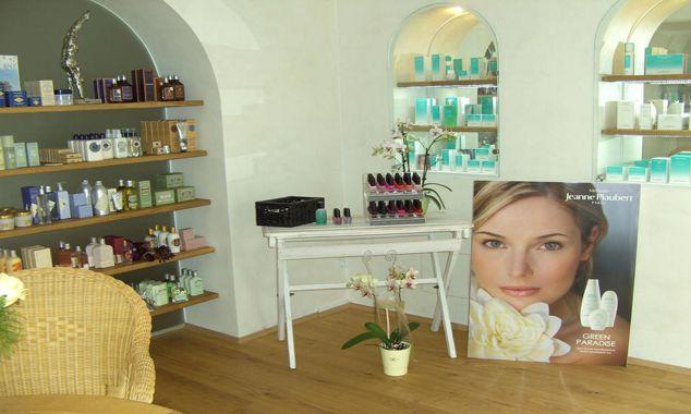 Kosmetikstudio . Raumgestaltung und Warenpr?sentation